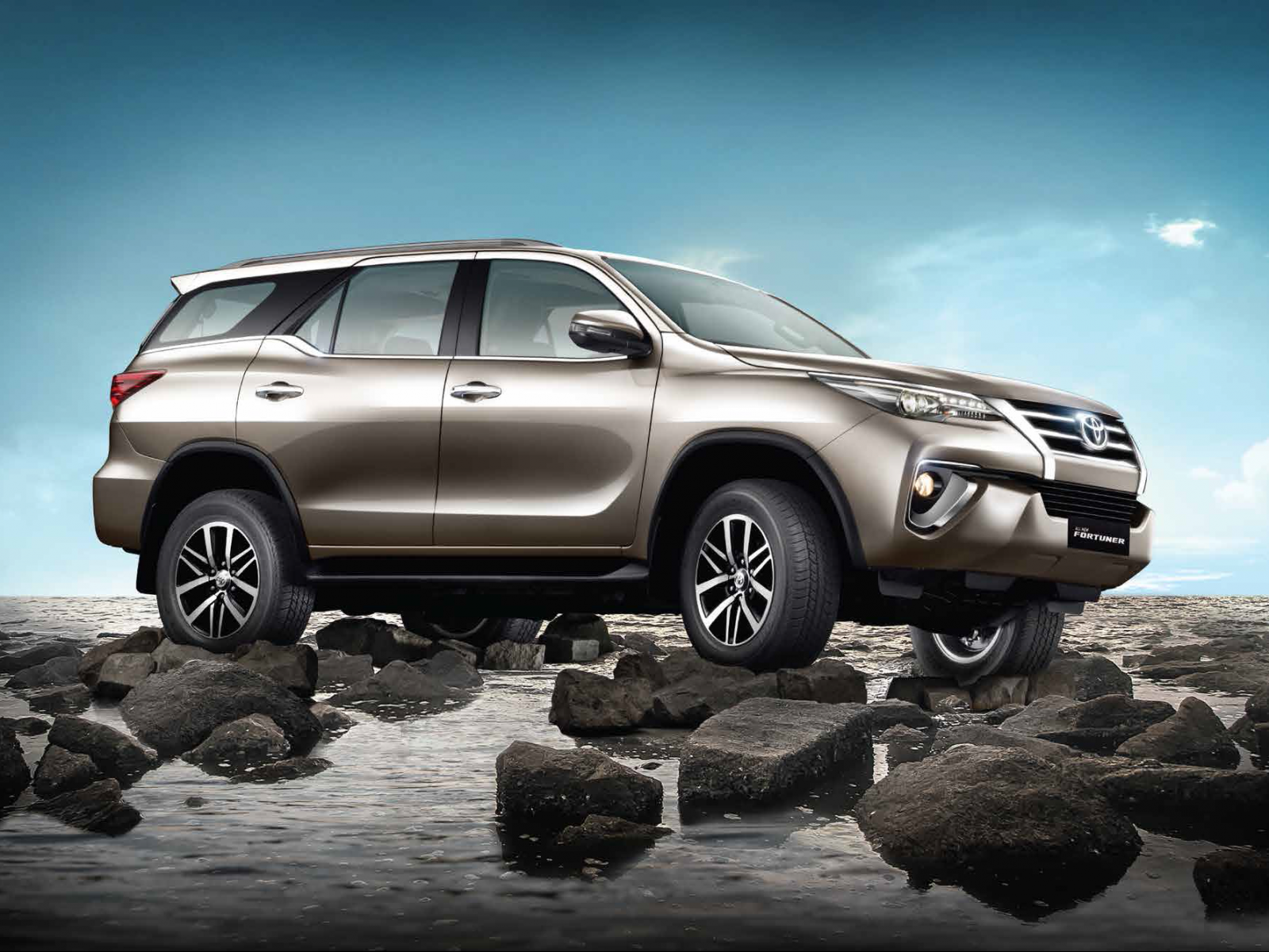 Toyota Fortuner wallpapers download 1600x1200