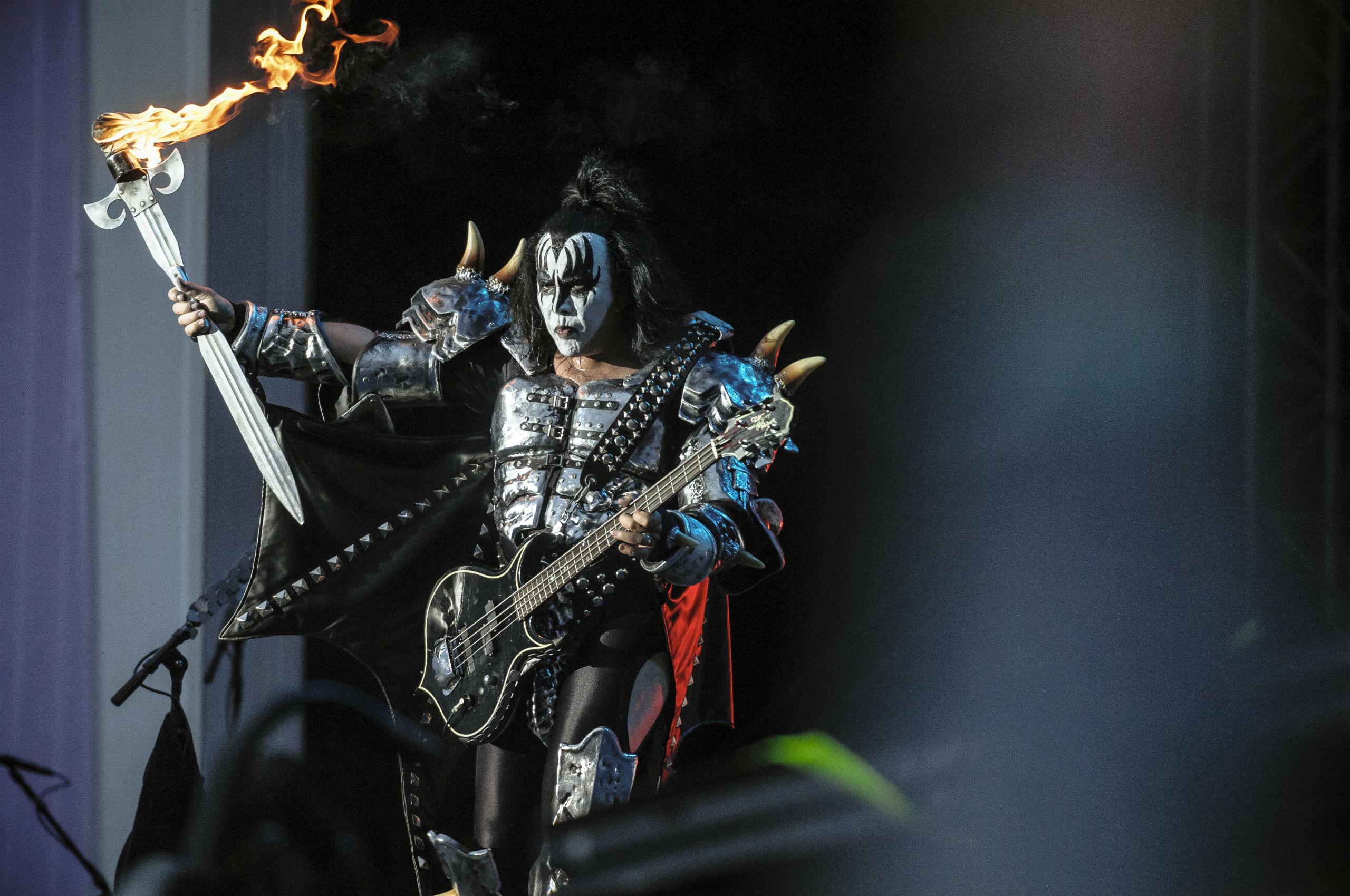 Kiss heavy metal rock bands concert guitar v wallpaper background 2560x1700