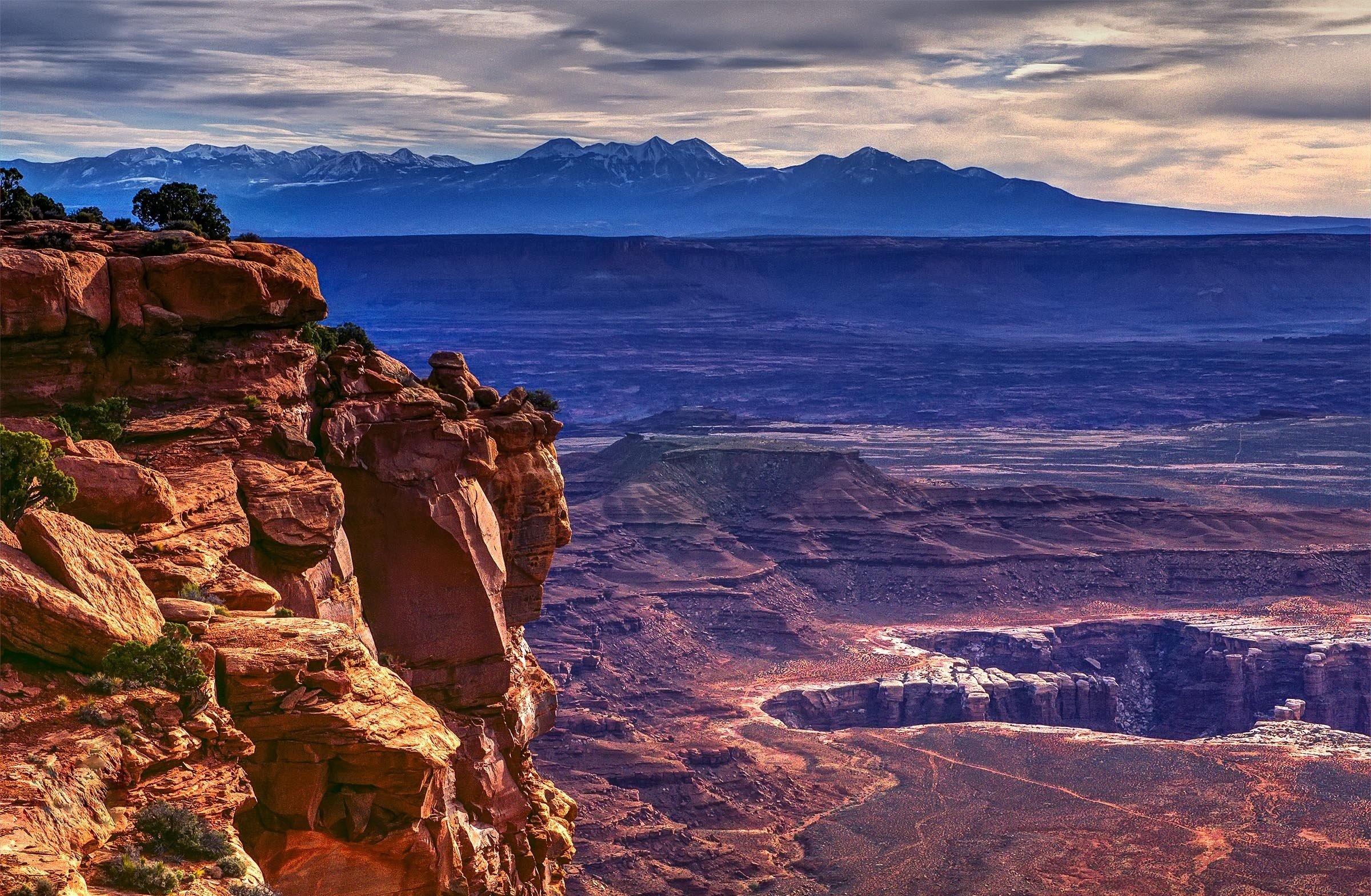 Canyonlands National Park near Moab Utah desert landscape mountains 2400x1569