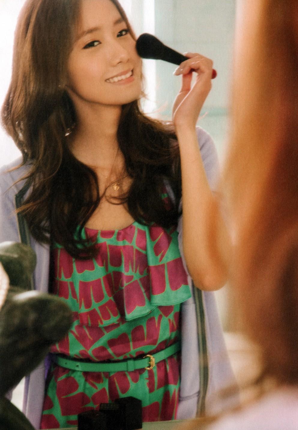 Yoona Applying Makeup Wallpaper SNSD Artistic Gallery 993x1431