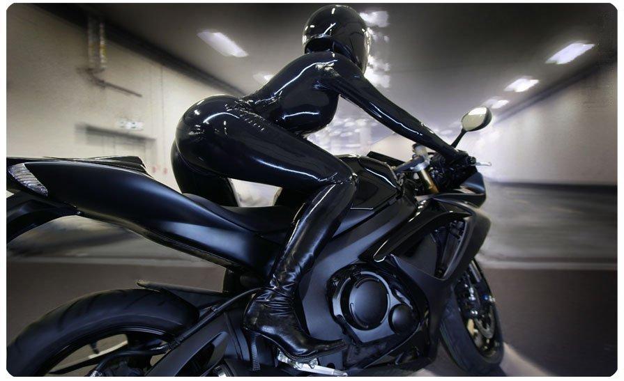 bikerchick 895x547