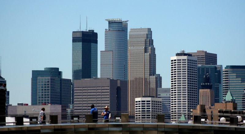 Description Minneapolis skyline 2006 07 17 jpg 800x440