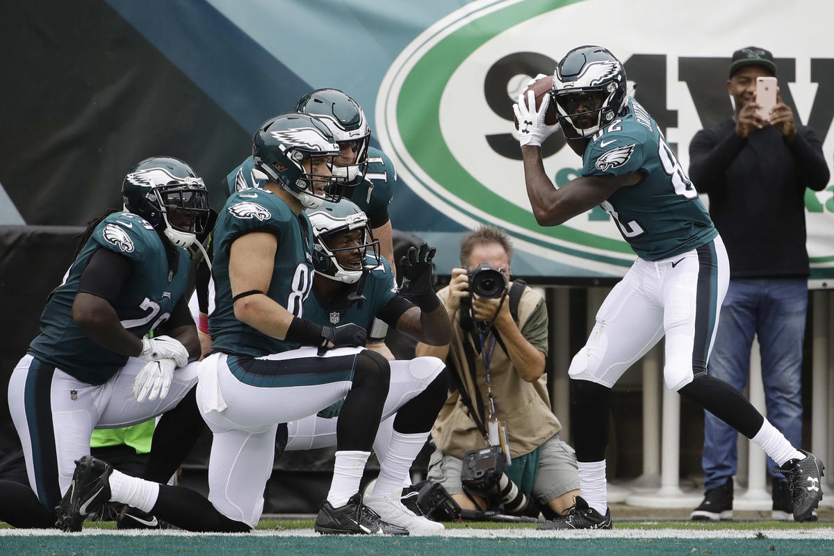 Wentz tosses 4 touchdown passes Eagles beat Cardinals 34 1200x800