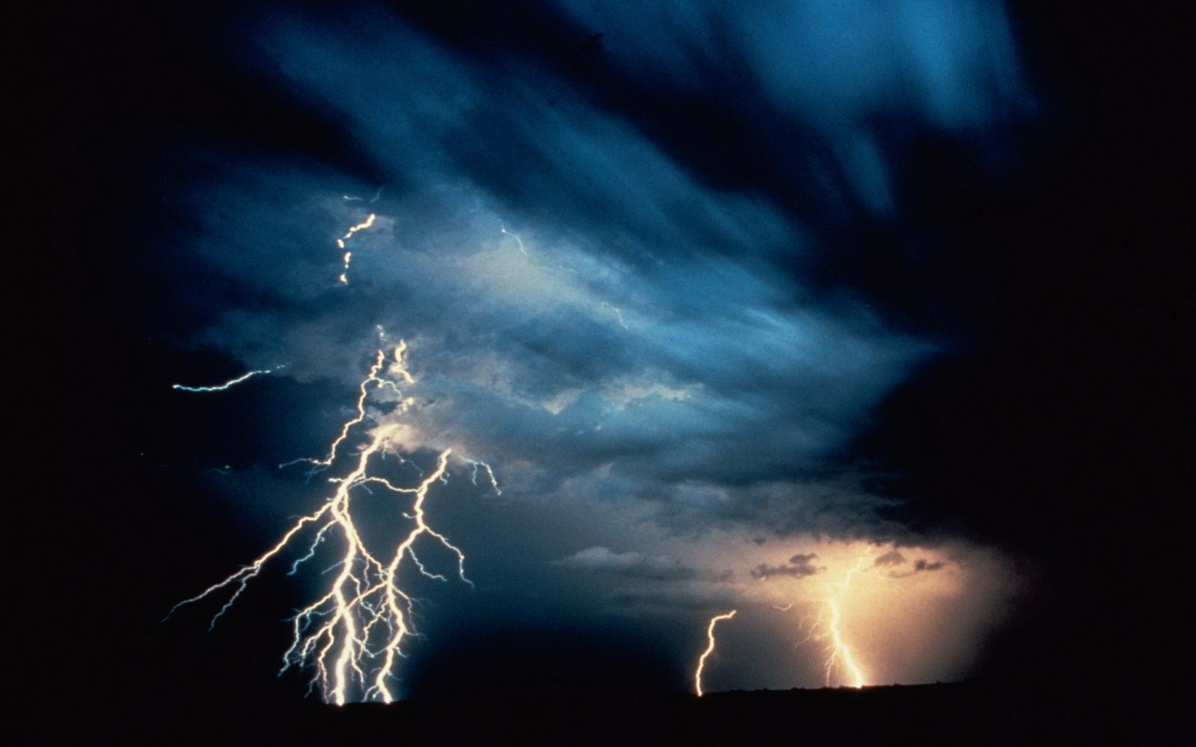 Desktop Wallpaper Gallery Computers Lightning thunderstorm 1680x1050