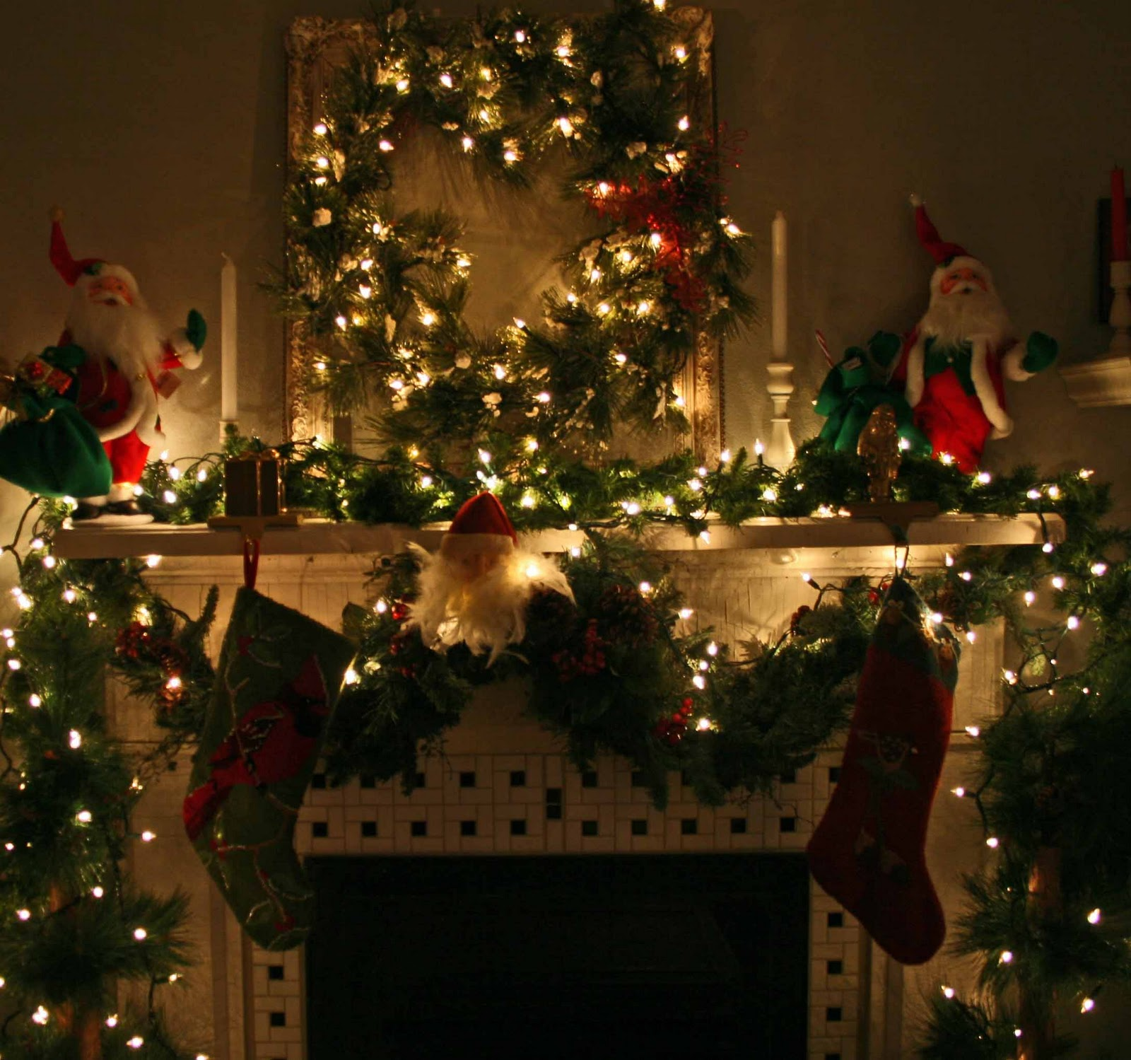 christmas fireplace fire holiday festive decorations 5 wallpaper 1600x1499