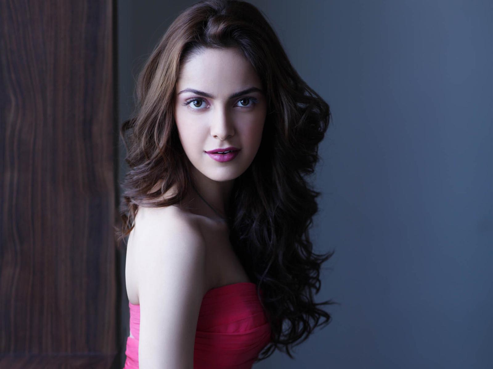 Indian Actress Shazahn Padamsee Wallpapers HD Wallpapers 1600x1200