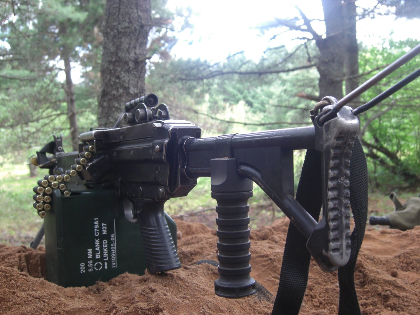 M60 MACHINE GUN military rifle weapon f wallpaper background 1600x1200