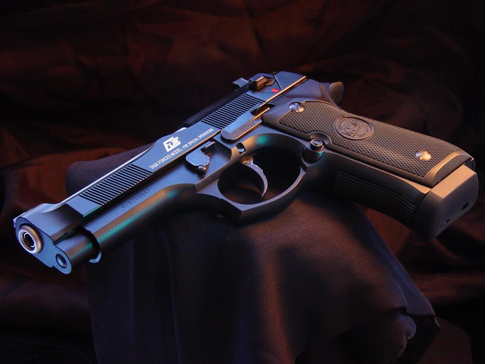 Guns Weapons Cool Guns Wallpapers 2 1600x1200