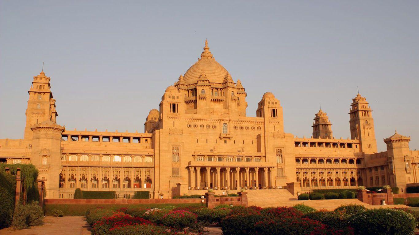 Palaces Castles 1366x768