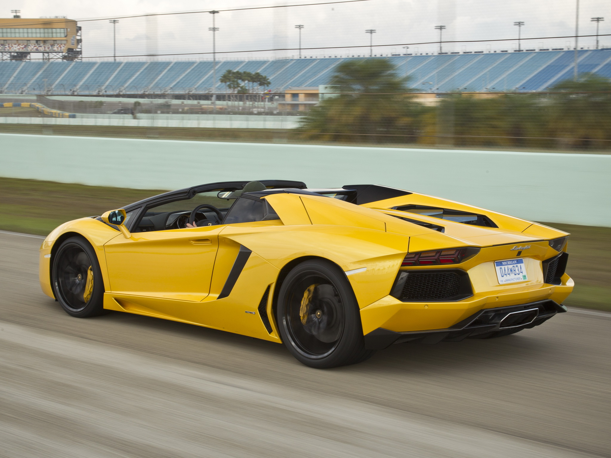 2014 Lamborghini Aventador LP700 4 Roadster yellow supercar wallpaper 2048x1536