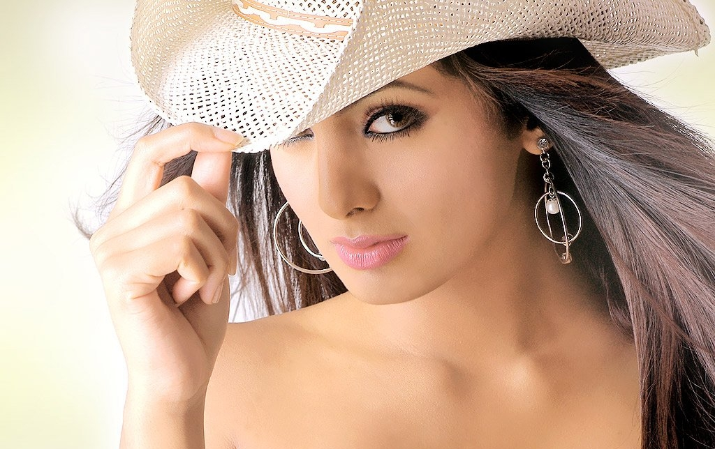 19 2013 bollywood actress hd wallpaper bollywood actress hd wallpaper 1024x644