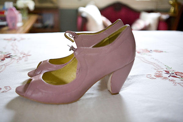 Tips On Choosing Wedding Shoes For Outdoor Wedding Wallpaper 600x400