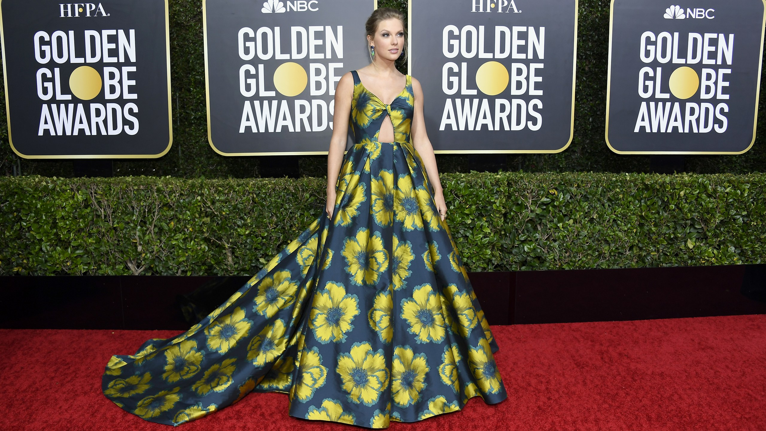 Taylor Swifts Golden Globes 2020 Dress Is Giving Us Springtime in 2560x1440