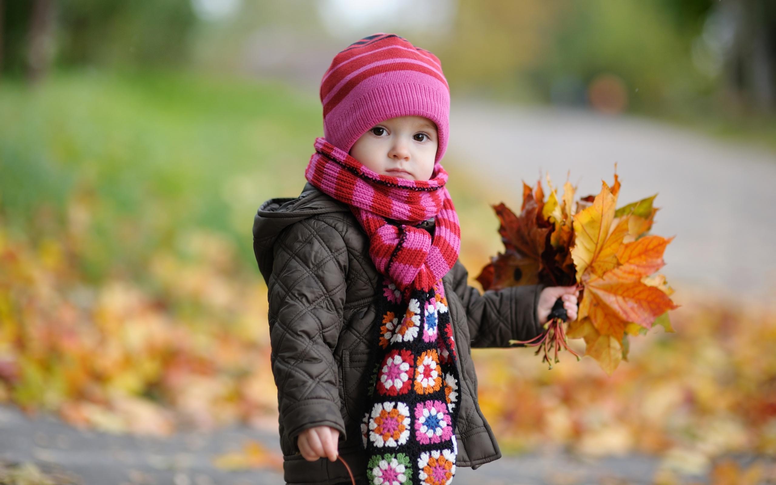 Cute Baby In Autumn Mac Wallpaper Download Mac Wallpapers 2560x1600