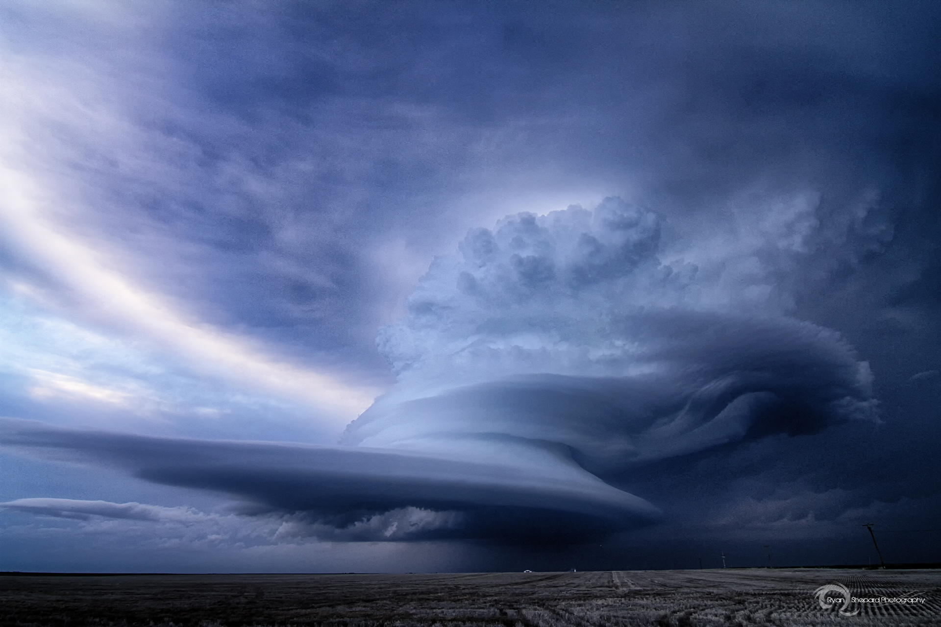 capture by Ryan Shepard we see a supercell thunderstorm never Ovid 1920x1280