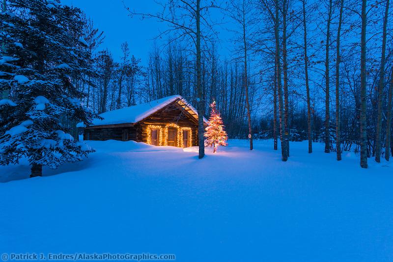 Cozy Winter Storm Outside Wallpaper Wallpapersafari