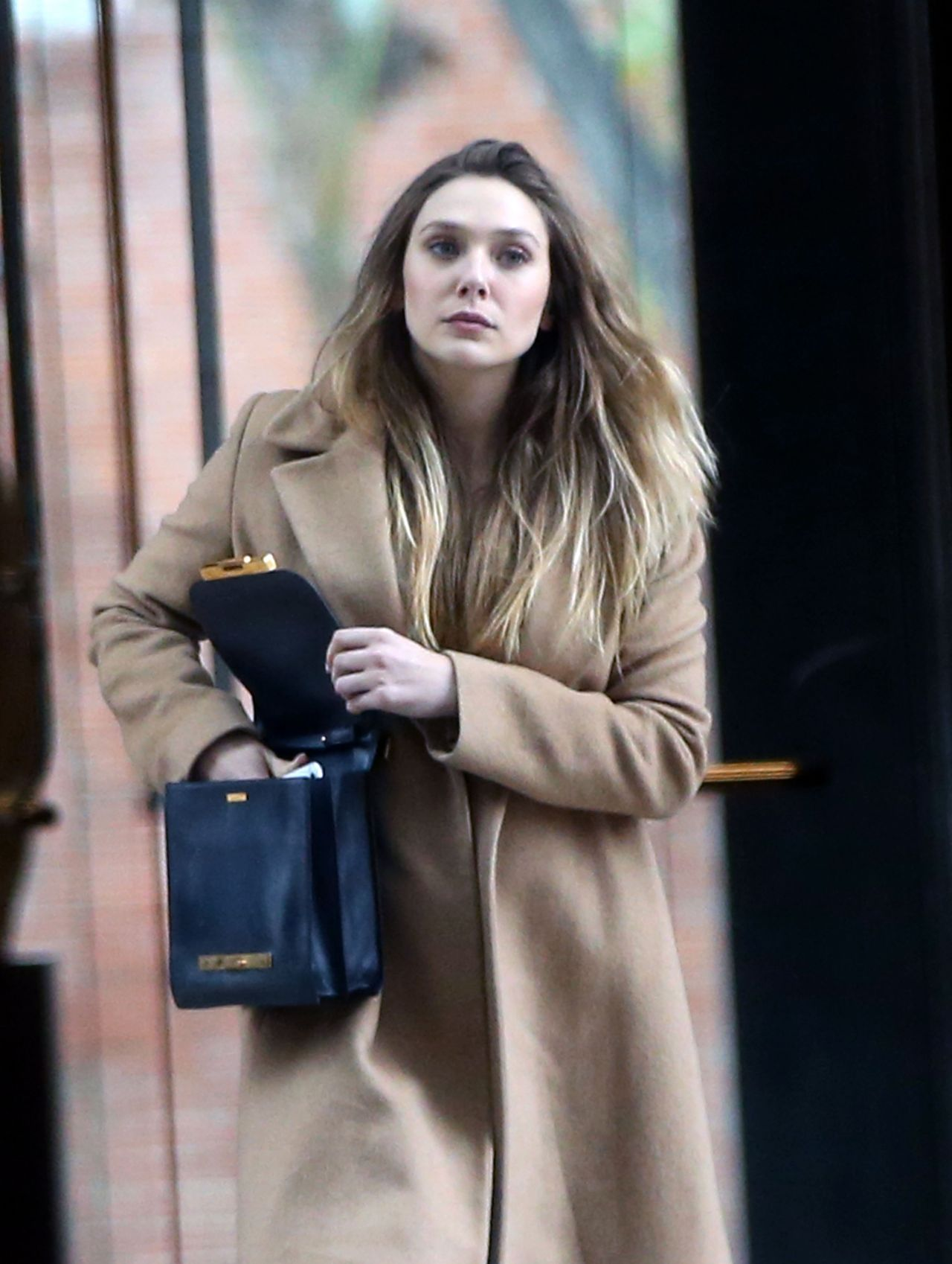 Elizabeth Olsen   Runs errands in Los Angeles 227 2017 1280x1698