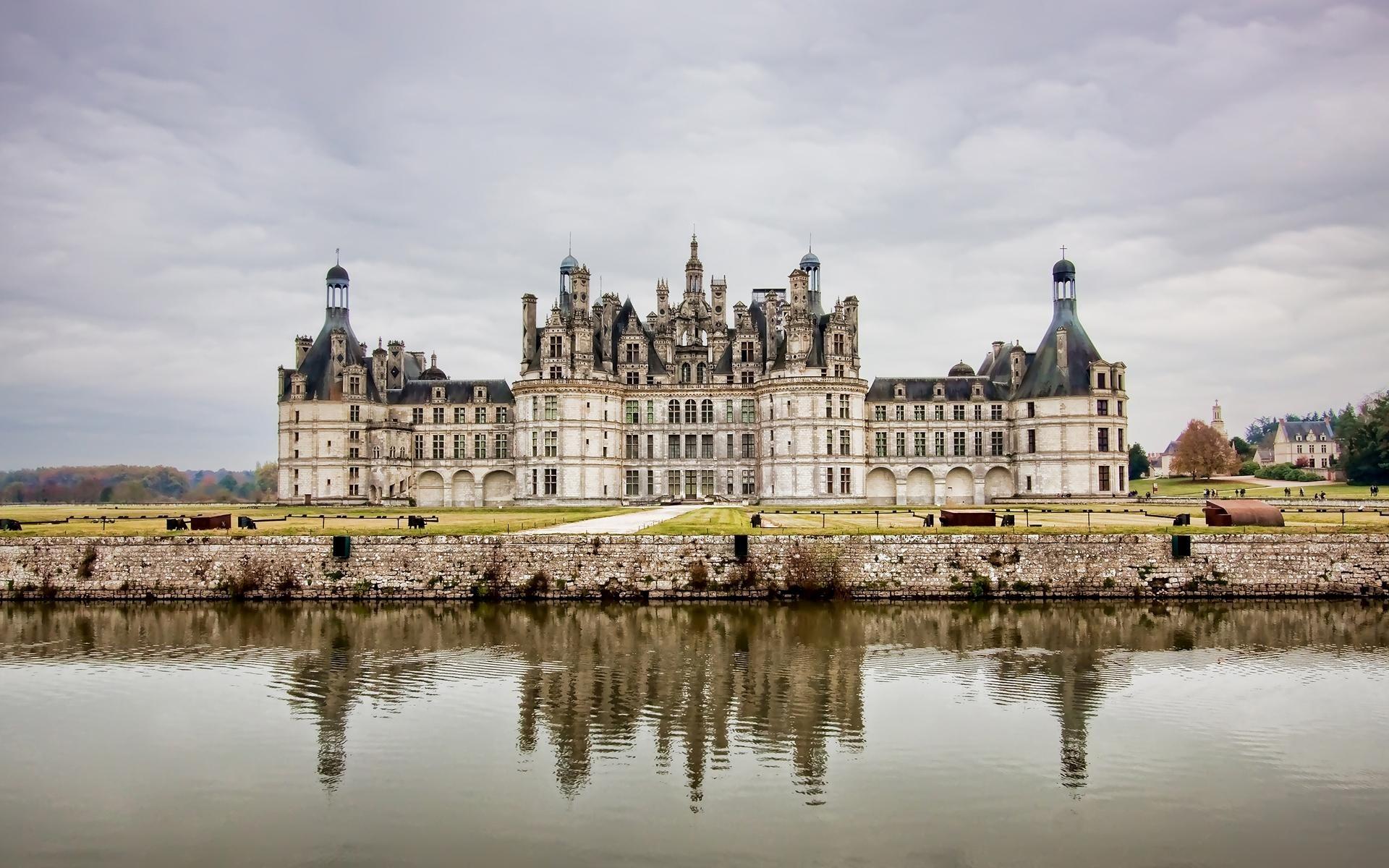 Beautiful Palace Near Lake HD Wallpapers 1920x1200