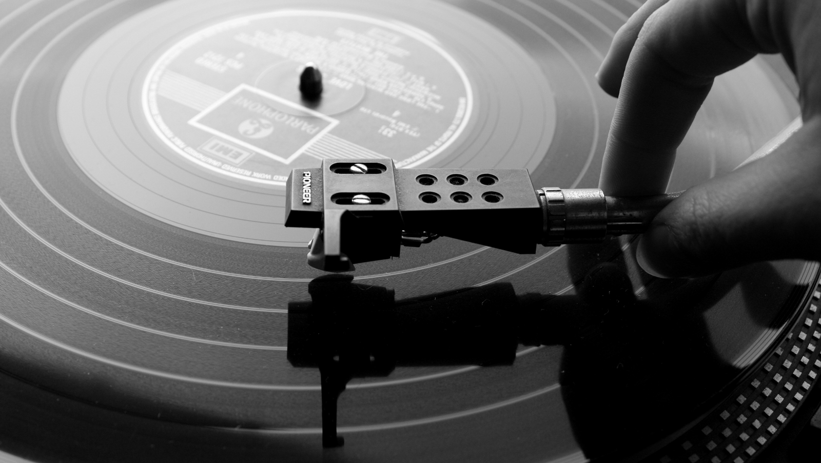 Turntable Record Player HD Wallpapers Download Wallpapers in HD 1600x902