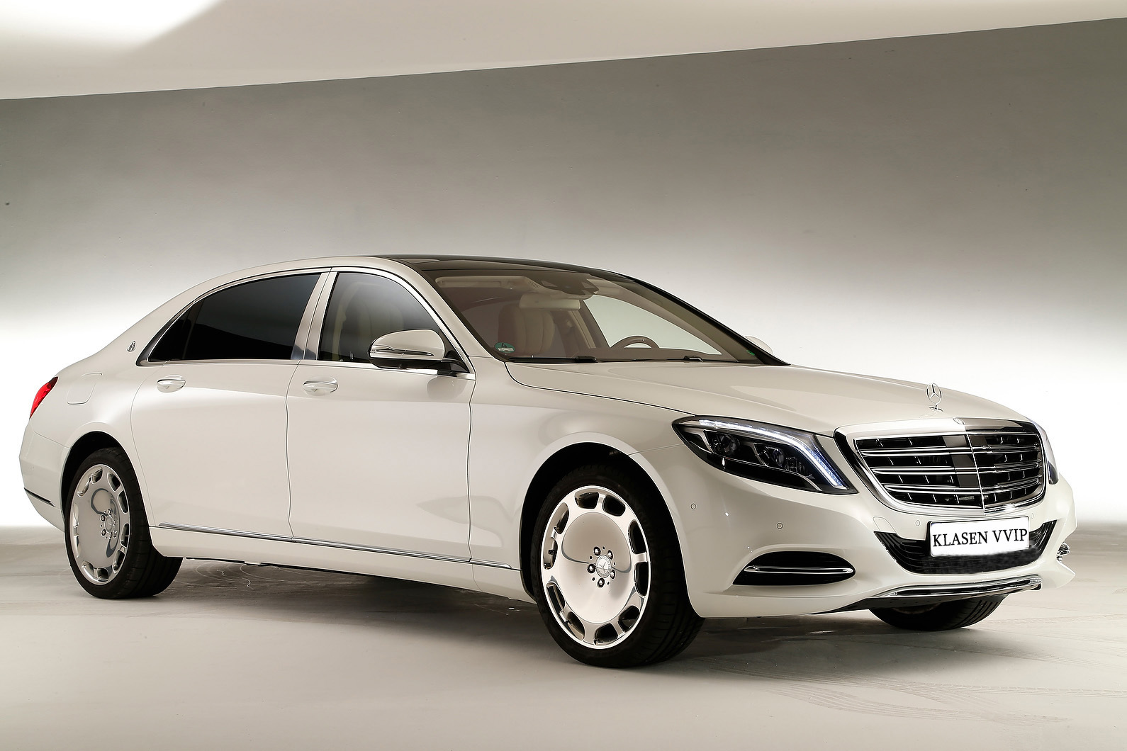 Mercedes Maybach S600 HD wallpapers download 1590x1060