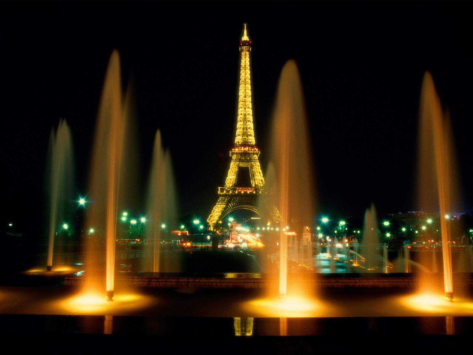 eiffel tower at night paris francejpg 1600x1200