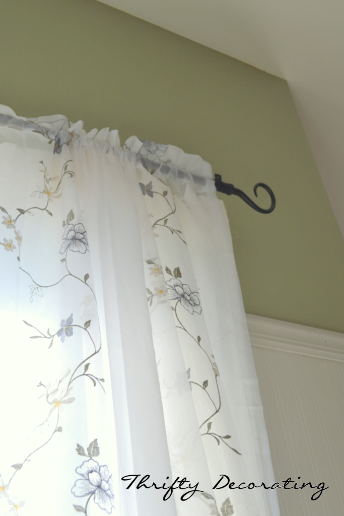 Thrifty Decorating How to Hang Beadboard Wallpaper 683x1024