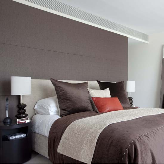 Headboard feature wall Feature walls   10 ideas housetohomecouk 550x550