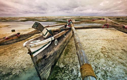 1680x1050 Bing Boat wallpaper 500x313