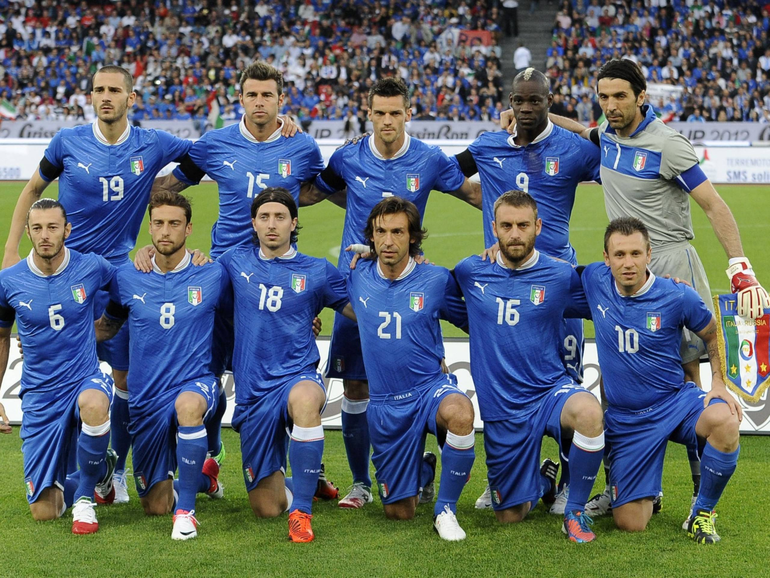 italy soccer team Football Wallpaper 2560x1920