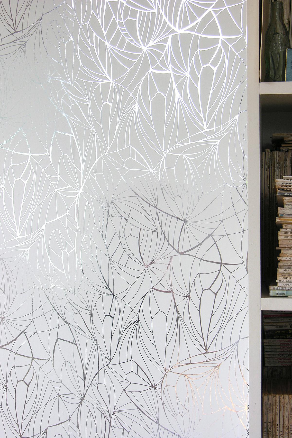wallpaper silver and white wallpapersafari. Black Bedroom Furniture Sets. Home Design Ideas