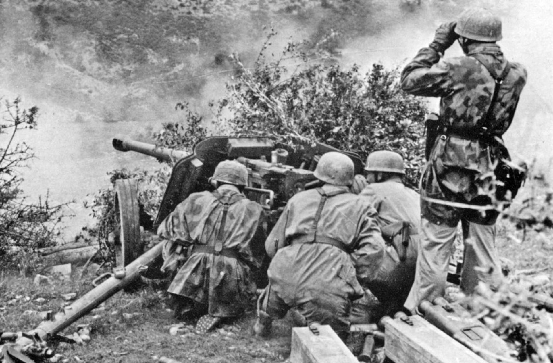 soldiers Warfare history World War II wallpaper background 1925x1263