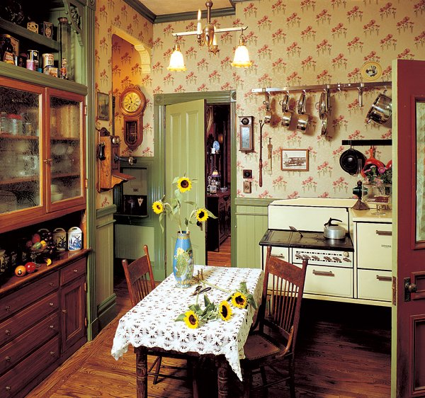 kitchen proper the poppy wallpaper is a document reproduction Photo 600x562