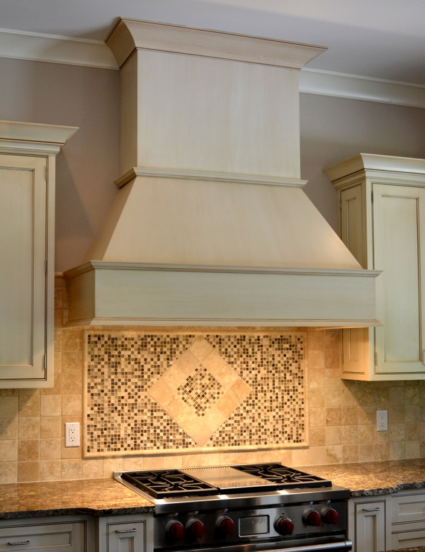 How to Decorate Your Kitchen with Tile Draperies and Accessories 600x779