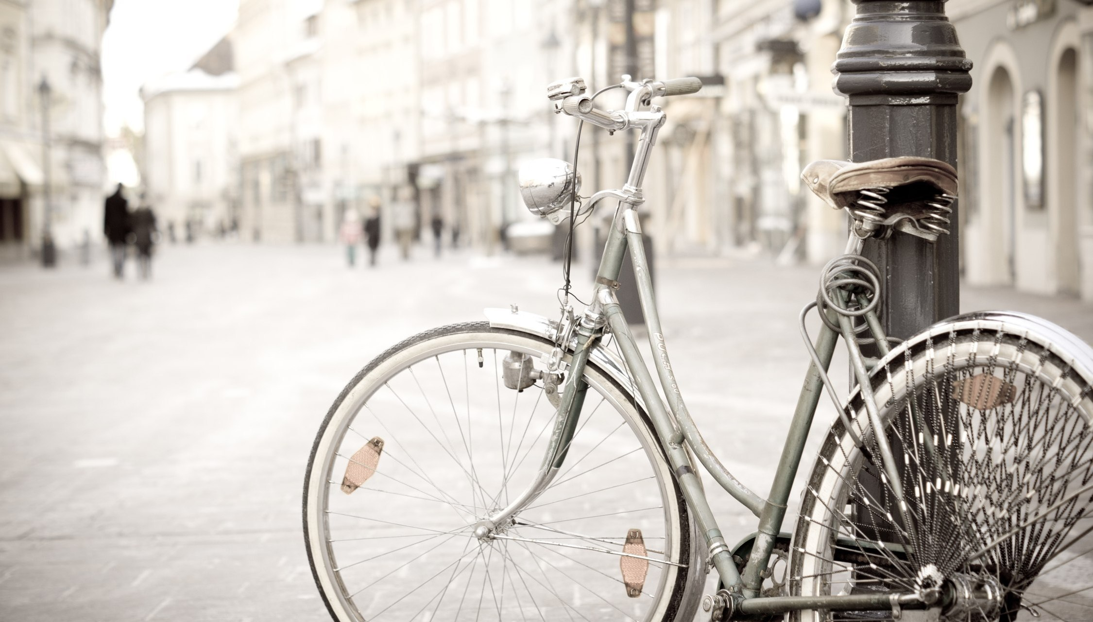 Old Bicycle In The City Center Wallpaper Compu 12489 Wallpaper High 2250x1280