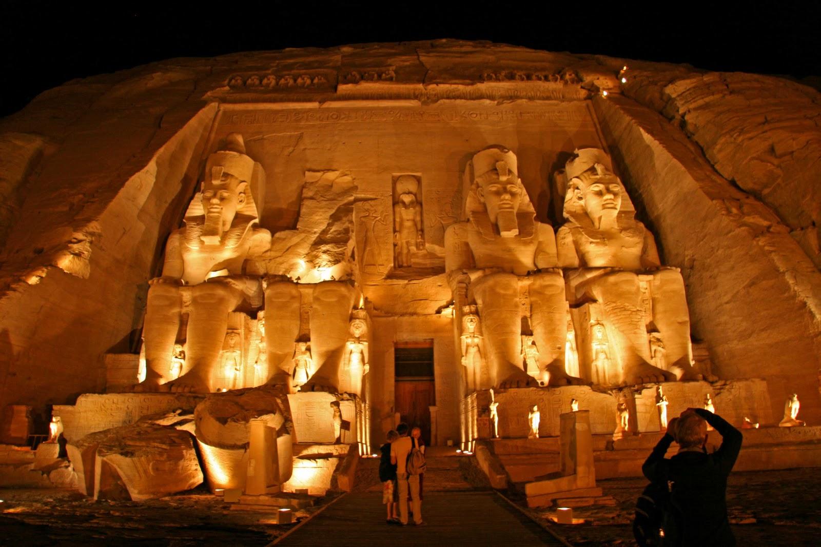 egyptian pyramids pyramid wallpapers pyramid pictures egypt pyramid 1600x1067
