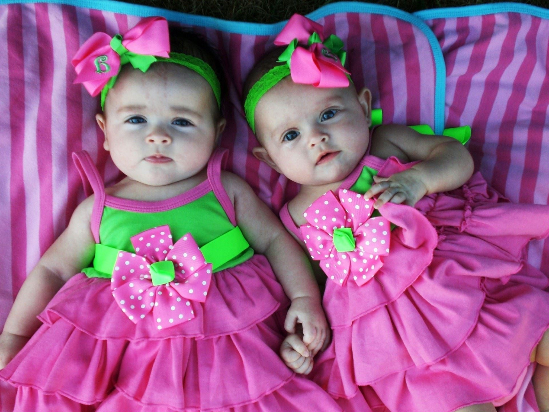 cute twins babies wallpapers images HD Wallpapers Buzz 1284722 1920x1440