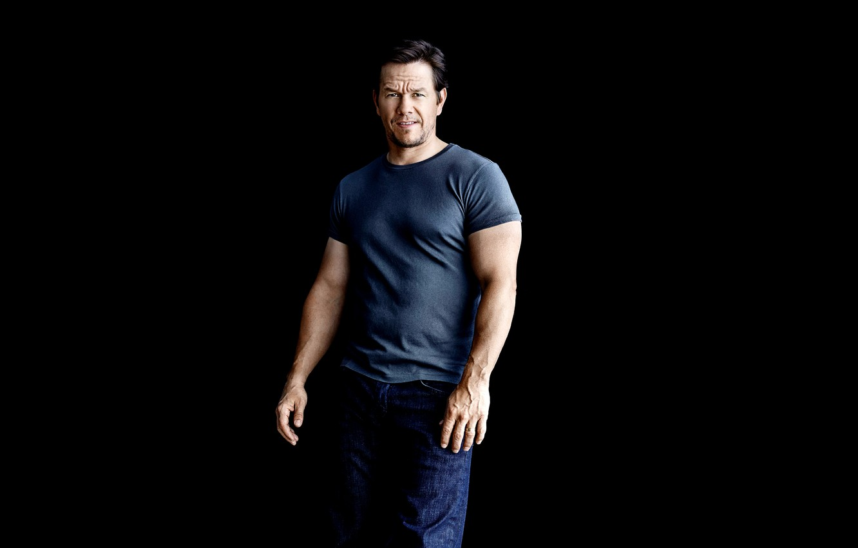 Wallpaper jeans t shirt photographer actor black background 1332x850