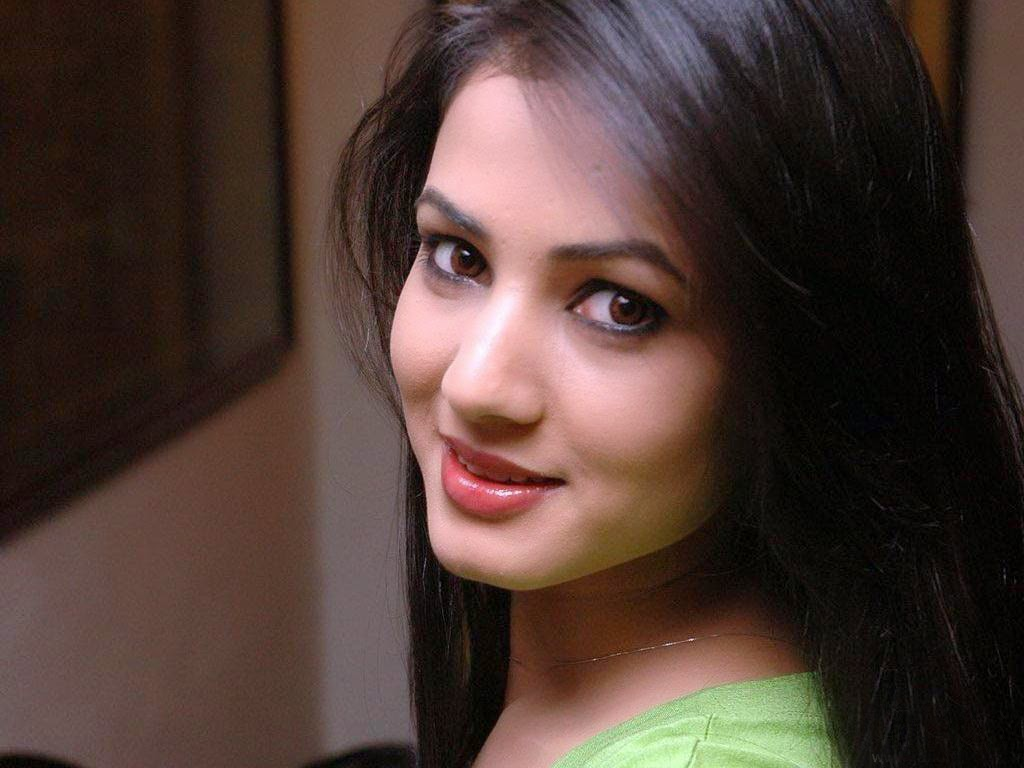 Bollywood HD Wallpapers Sonal Chauhan Bollywood Actress Full HD 1024x768