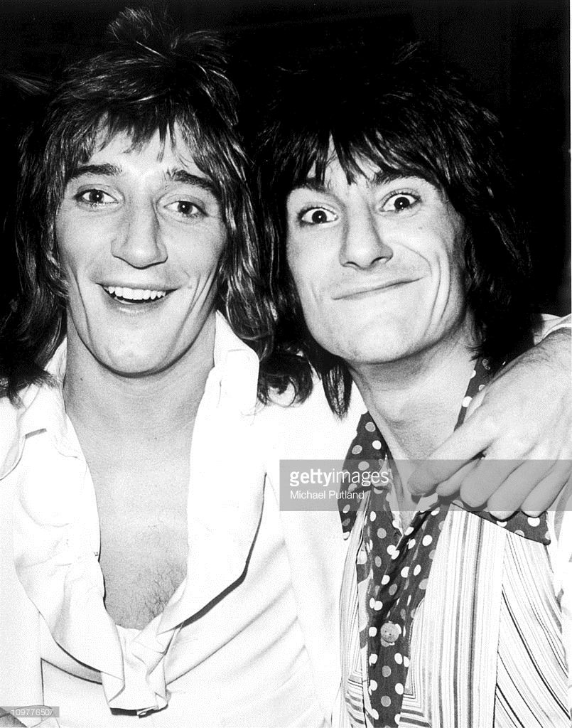 Singer Rod Stewart and and guitarist Ronnie Wood of the Faces in 805x1024