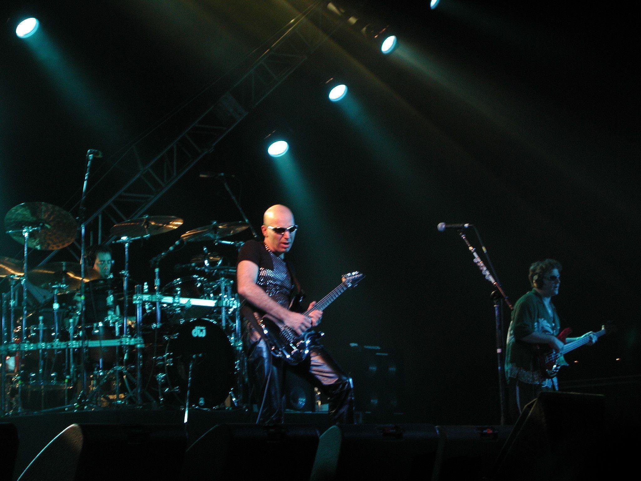 Joe Satriani Wallpapers 2048x1536
