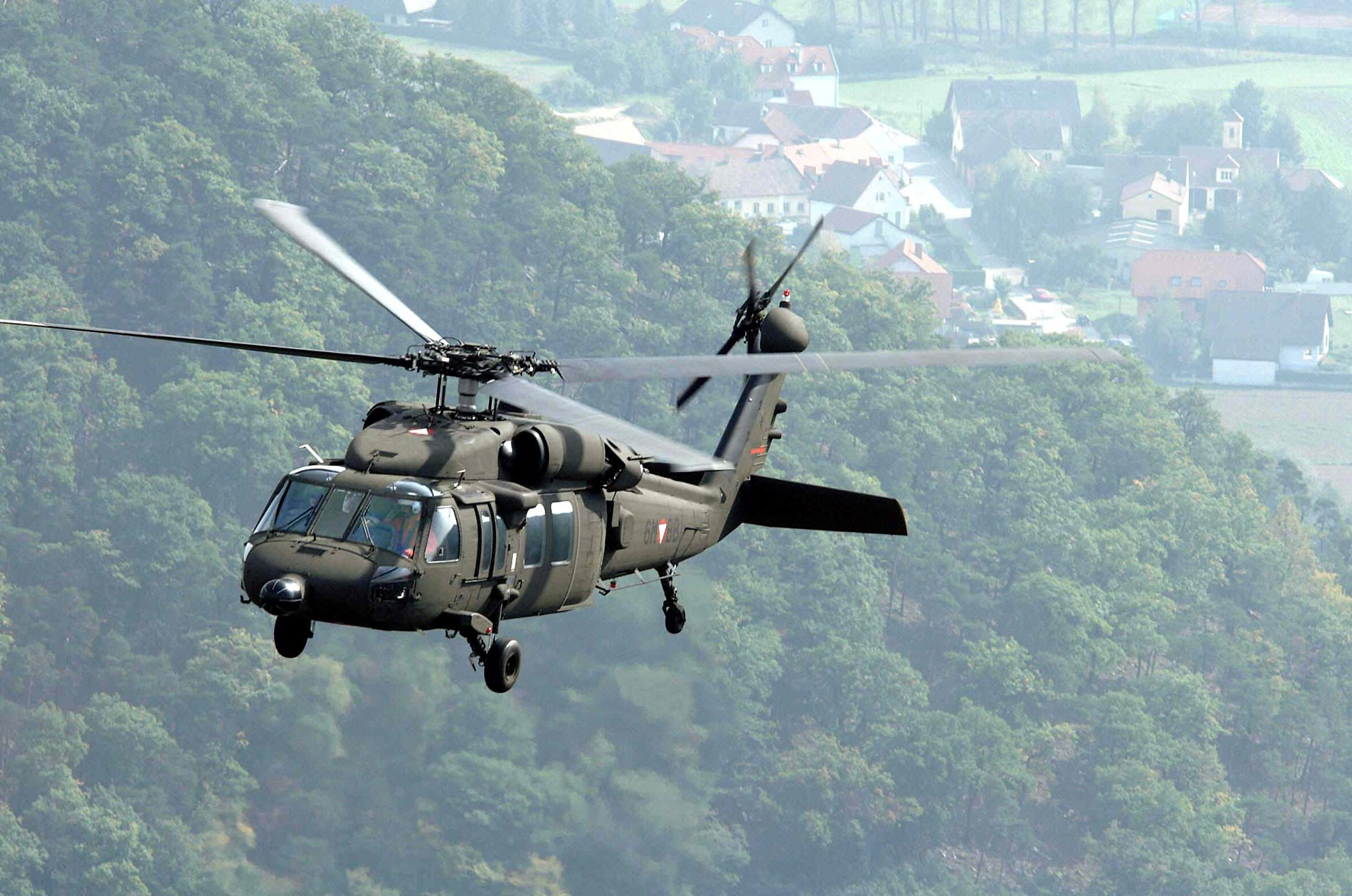 Blackhawk Helicopter Desktop Wallpapers 1900x1260
