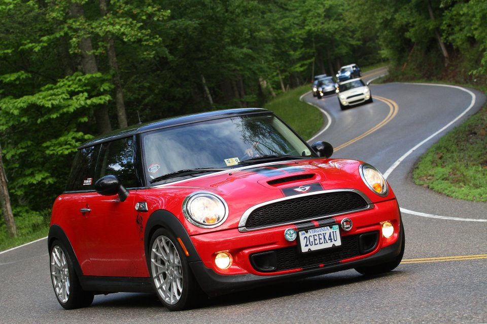 really nice MINI Cooper wallpaper to share It is a red MINI Cooper 960x640
