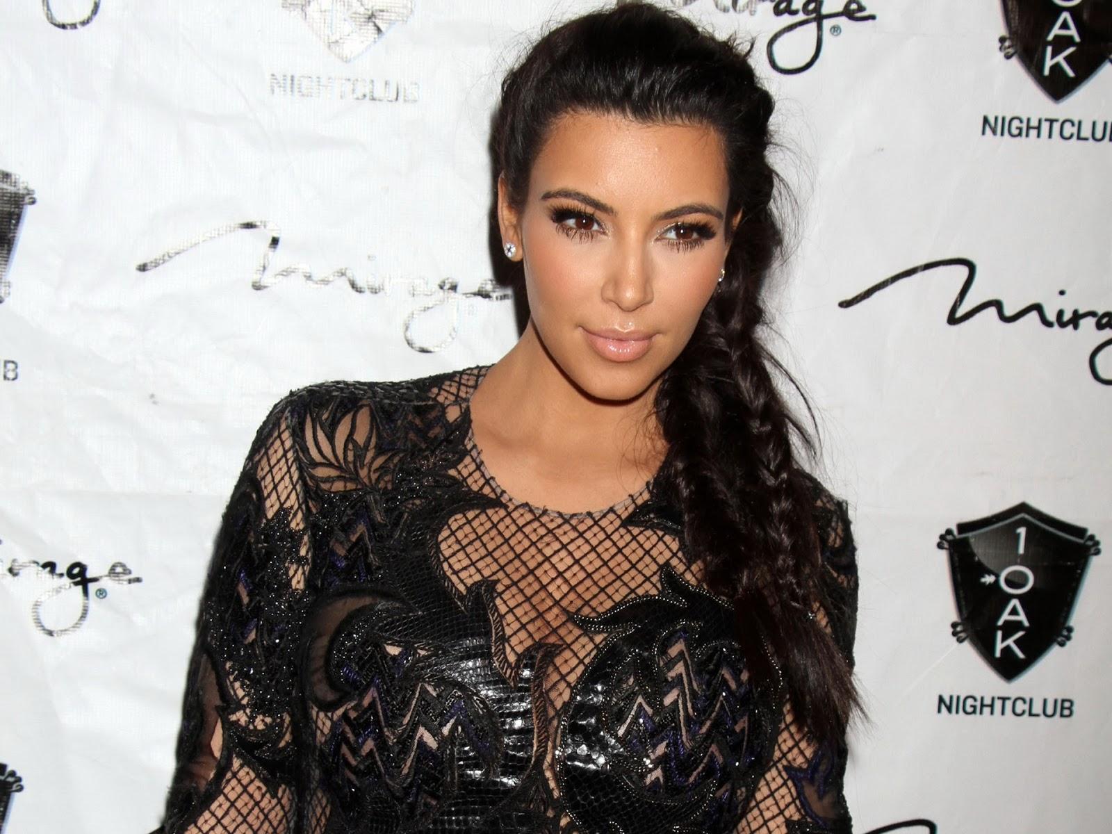 Kim Kardashian New Hot HD Wallpaper 2013 Hollywood Universe 1600x1200