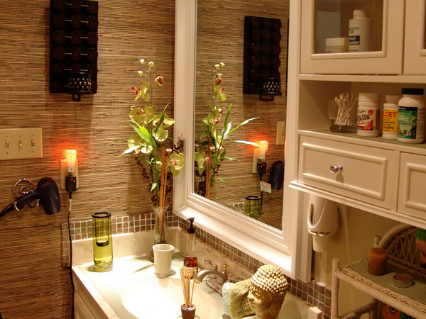 look great together this is very stylish bathroom wallpaper idea 600x450