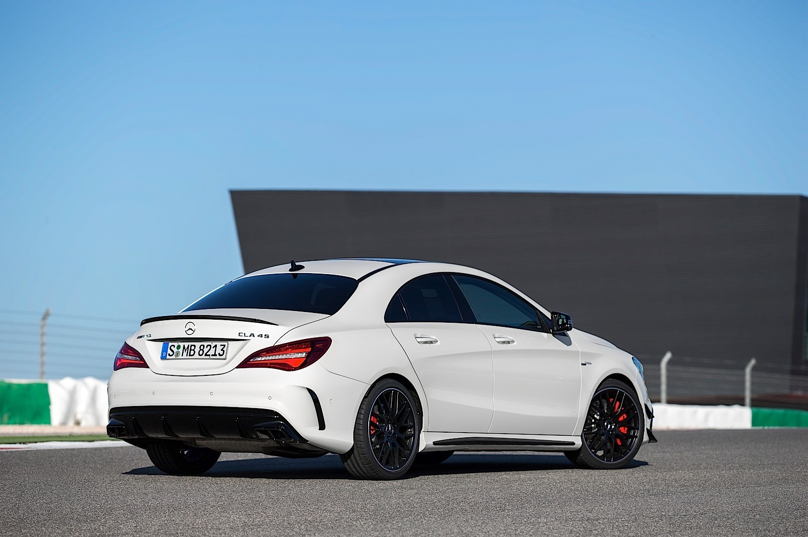 2017 Mercedes CLA Shooting Brake Images   Prices4U 1580x1050