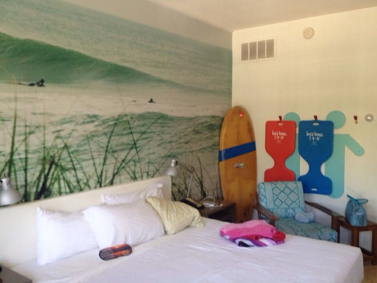 Awesome wallpaper for a teenage boy room Boys Bedroom Decor Pinte 736x552