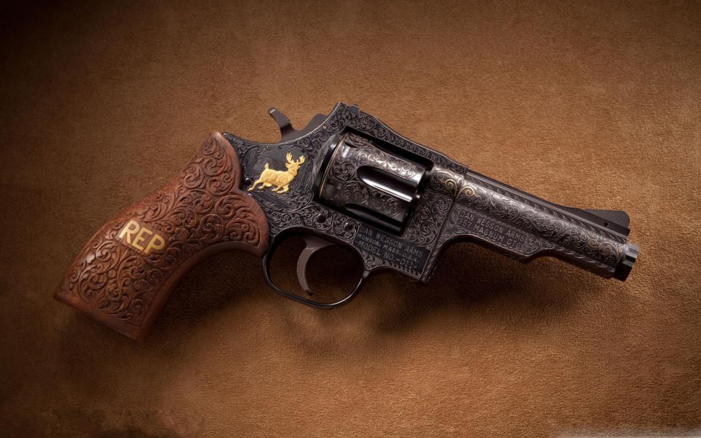 Dan Wesson Pistol HD Wallpaper   StylishHDWallpapers 1024x640