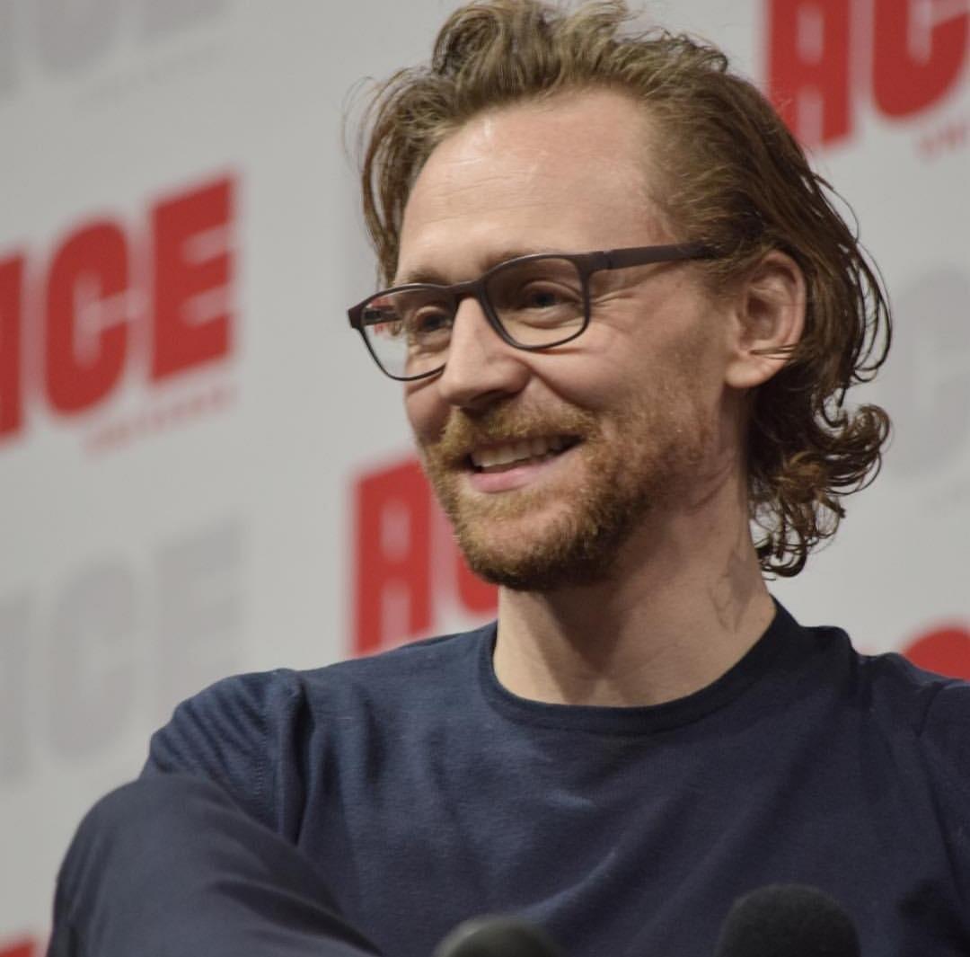 Tom Hiddleston images Tom Ace Comic Con Arizona January 13 2019 1080x1065