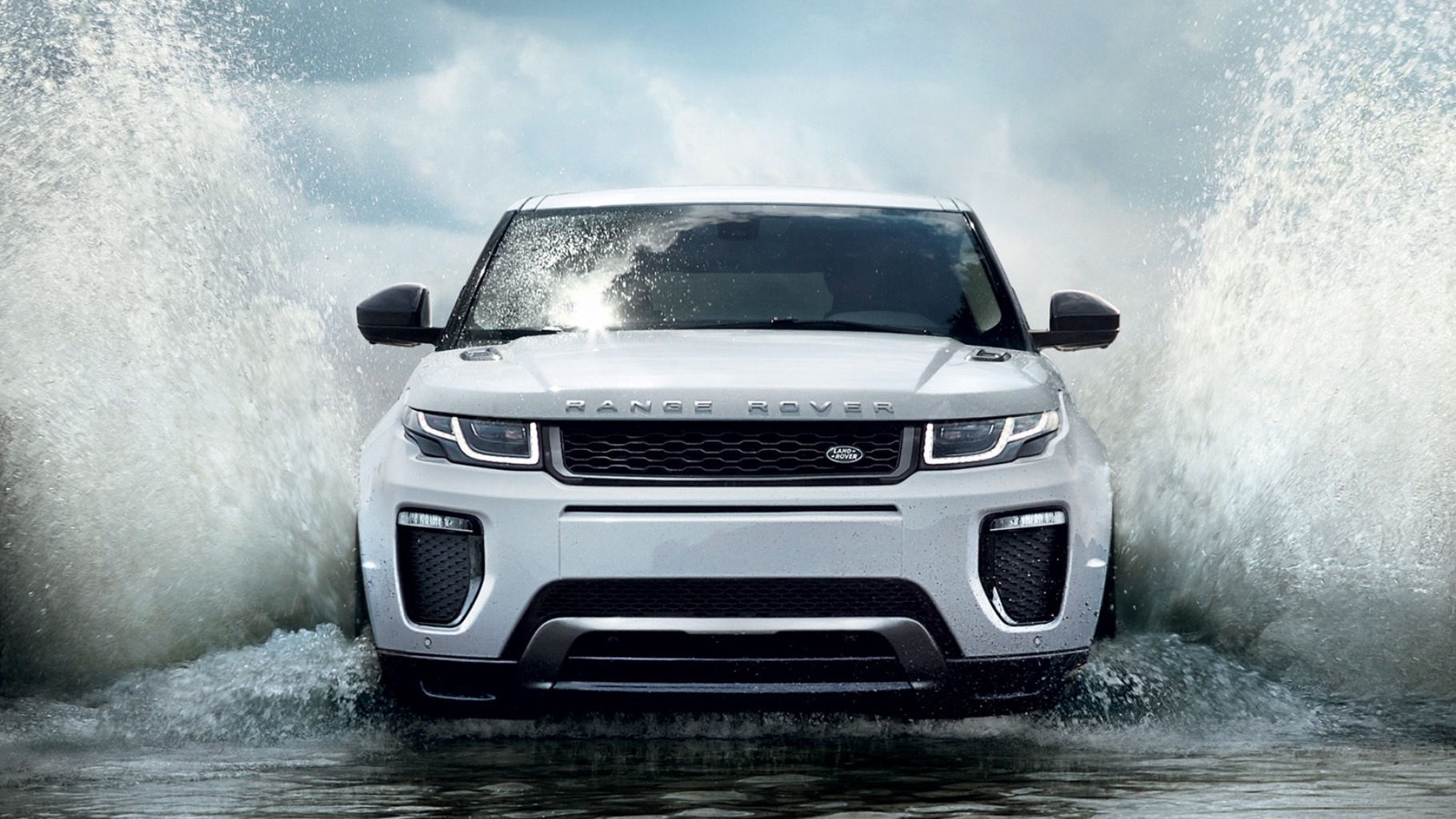 2019 Land Rover Evoque exterior white color uhd wide wallpaper 1820x1023