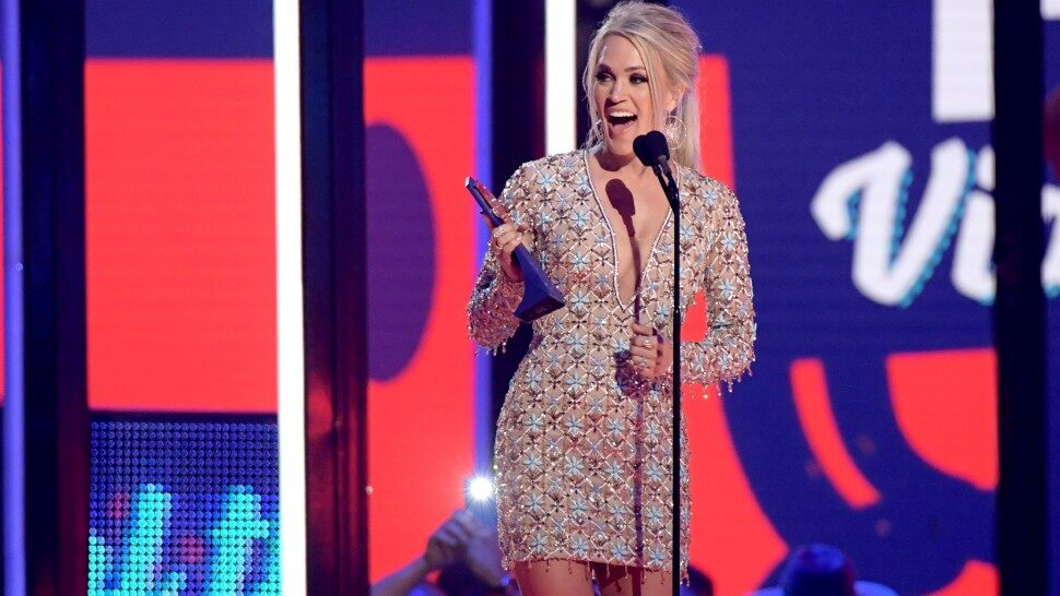 CMT Music Awards 2019 Carrie Underwood Gives Hubby Mike Fisher a 970x546